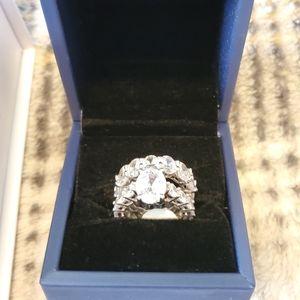 Gorgeous Italo Halo Ring Set